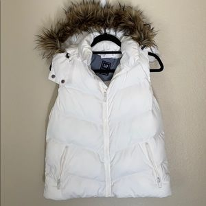 Gap White fur puffer vest NWT size large